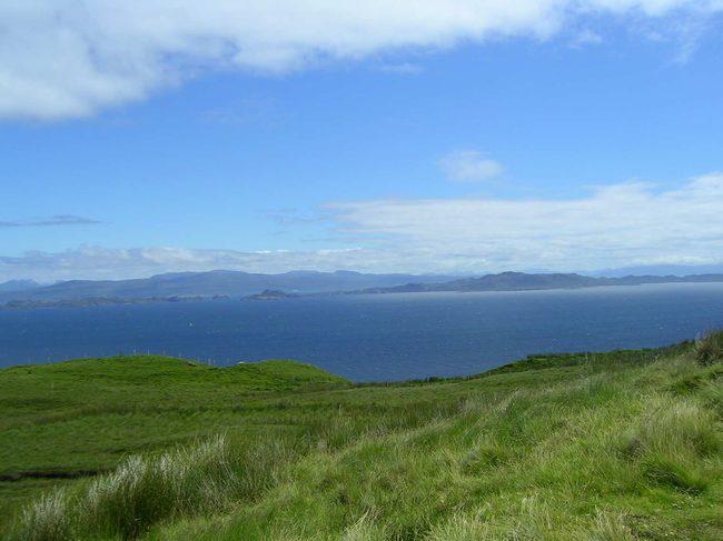 Красивый вид мрского залива. о. Скай. Шотландия